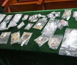 Nhận túi hàng trang sức, kim cương từ Hong Kong về Hải Phòng thì bị bắt