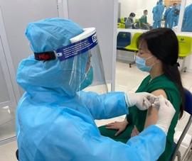 Việt Nam tiếp nhận thêm 811.200 liều vaccine phòng COVID-19