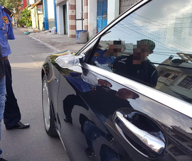 Bẻ kính chiếu hậu xe BMW của bạn gái cũ để được gặp
