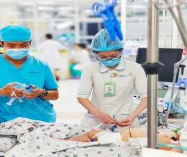 Bé gái 5 tuổi ở TP.HCM sốc sốt xuất huyết nguy kịch
