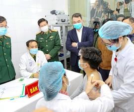 Ngày 15-1, tiêm mũi 2 cho 3 người đầu tiên thử nghiệm vaccine