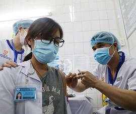 Đua tranh khốc liệt tìm kiếm nguồn vaccine ngừa COVID-19