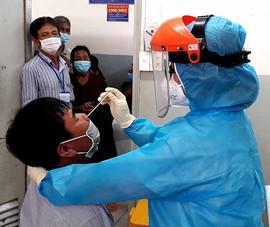 Dịch COVID-19 tấn công, bệnh viện siết phòng thủ