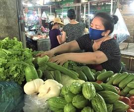Chợ truyền thống ế ẩm, hàng loạt sạp trùm mền