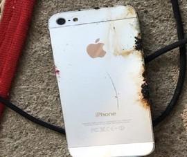 Nổ iPhone khi cắm sạc pin, một người làm thuê tử vong
