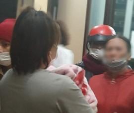Nữ bị cáo mang con mới sinh đến tòa