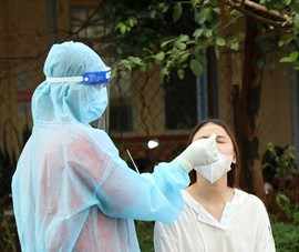 Làm rõ thông tin 1 chi nhánh ngân hàng đưa người ngoài vào tiêm vaccine COVID-19