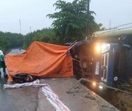 Bị xe tải tông, 2 công nhân cầu đường thương vong