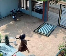 1 phụ nữ mang thai 5 tháng vác dao cùng chồng đuổi băng trộm