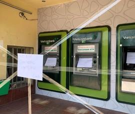 Bắt giữ người đàn ông ngang nhiên đập phá nhiều trụ ATM