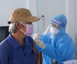 Người dân Bình Dương trực tiếp chỉnh sửa thông tin tiêm vaccine cập nhật sai