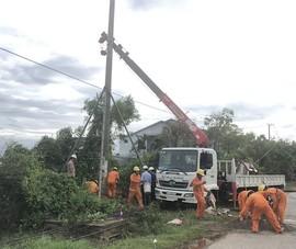 Khẩn trương khôi phục lưới điện cho người dân sau bão số 13