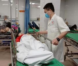 Xe chở 22 người gặp nạn: 2 người tử vong, 19 bị thương