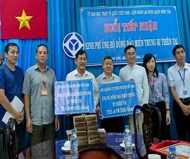 Công nhân góp từng đồng tiền lẻ cho đồng bào miền Trung