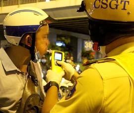 CSGT TP.HCM tập trung đo cồn tại khu vực quán bar, vũ trường