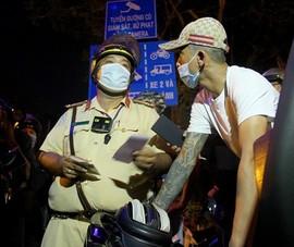 CSGT vây bắt nhóm thanh niên 'dợt xe' trên đường Võ Văn Kiệt