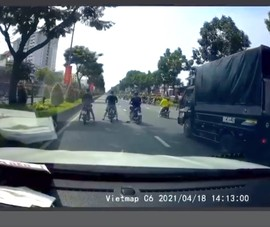 'Quái xế' chặn đầu xe ô tô trên 2 đại lộ lớn ở TP.HCM