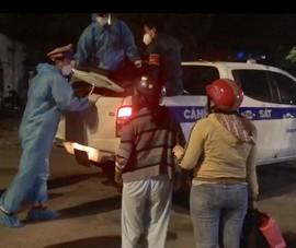 CSGT TP.HCM dùng xe đặc chủng đưa 2 mẹ con đi chạy thận về Tây Ninh