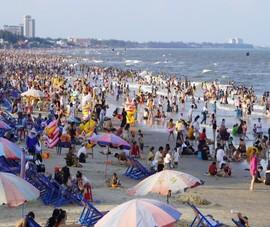Biển Vũng Tàu chiều 30-4 đông nghẹt khách