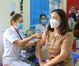 Tiêm vaccine phòng COVID-19 cho người dân Côn Đảo