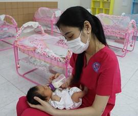 Chuyện đáng yêu ở nơi các bé chờ mẹ khỏi bệnh COVID-19