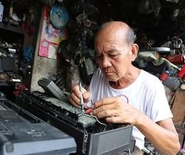 Gần 50 năm giữ nghề phục chế 'kỷ niệm' cho người Sài Gòn