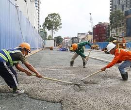 60 công nhân làm ngày đêm trả mặt bằng đường Lê Lợi trước 30-4