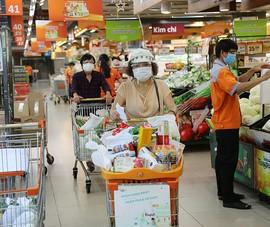 Chùm ảnh người dân quận 7 những ngày đầu tự đi siêu thị