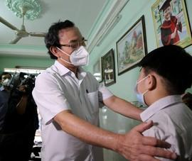 Chùm ảnh: Bí thư Nguyễn Văn Nên thăm trẻ em có người thân mất vì COVID-19