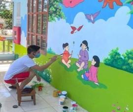 Thầy giáo biến bức tường cũ khu cách ly thành bích họa