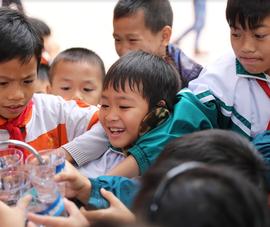 30 máy lọc nước được trao tặng cho các trường học khó khăn