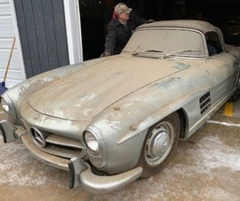 Mercedes-Benz 300 SL Roadster bỏ xó suốt 40 năm giá 23 tỉ
