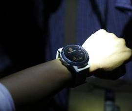 2 mẫu đồng hồ thể thao có khả năng sạc từ năng lượng mặt trời