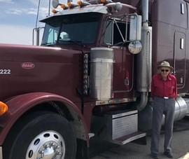 Bất ngờ với cụ ông 88 tuổi vẫn hành nghề lái xe container