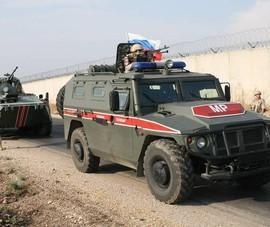 Xe quân sự Nga trúng tên lửa chống tăng tại Idlib - Syria