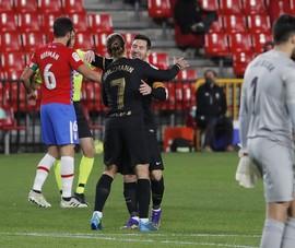 Real Madrid bị cầm chân, Messi-Griezmann giúp Barca thắng đậm