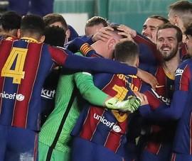 Barcelona vào chung kết siêu cúp sau loạt 'đấu súng'