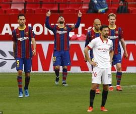 Messi rực sáng, Barcelona vượt mặt Real Madrid