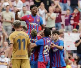 Hàng công tỏa sáng, Barcelona hạ Levante tìm lại chiến thắng
