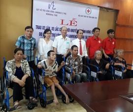 Trao tặng 250 chiếc xe lăn, xe lắc cho người khuyết tật