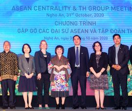 Trang trại bò sữa TH: điểm hẹn của các Đại sứ ASEAN