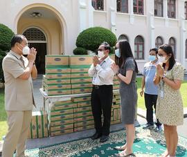 Angkormilk tặng 48.000 hộp sữa cho người dân Campuchia