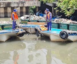 TP.HCM tăng cường thu gom, vớt rác trên các kênh, rạch