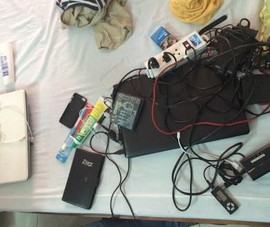 Bắt một người Trung Quốc dùng thẻ tín dụng giả mua iPhone 5S