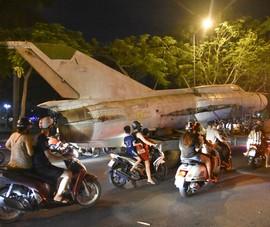 Trắng đêm di dời máy bay, xe tăng ra khỏi kinh thành Huế