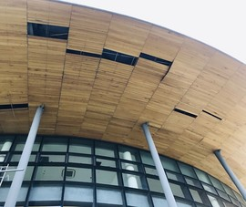 Nhà hát 200 tỉ đồng vừa sử dụng đã xuất hiện hư hỏng