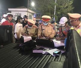 Tổ công tác đặc biệt TP Huế xử lý nhóm lạng lách trên đường