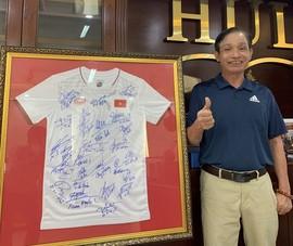 Đấu giá áo có chữ ký của Đội tuyển VN và HLV Park để góp Quỹ vaccine COVID-19