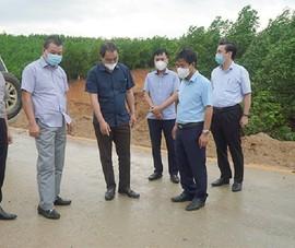 Thứ trưởng Bộ GTVT kiểm tra cao tốc Cam Lộ - La Sơn trước bão số 5