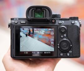 Sony ra mắt máy ảnh Full frame siêu nhỏ gọn